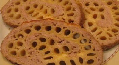 Оригинальная идея к ужину — мясной рулет с макаронами и сыром